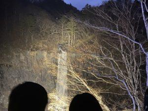 ライトアップされた華厳の滝