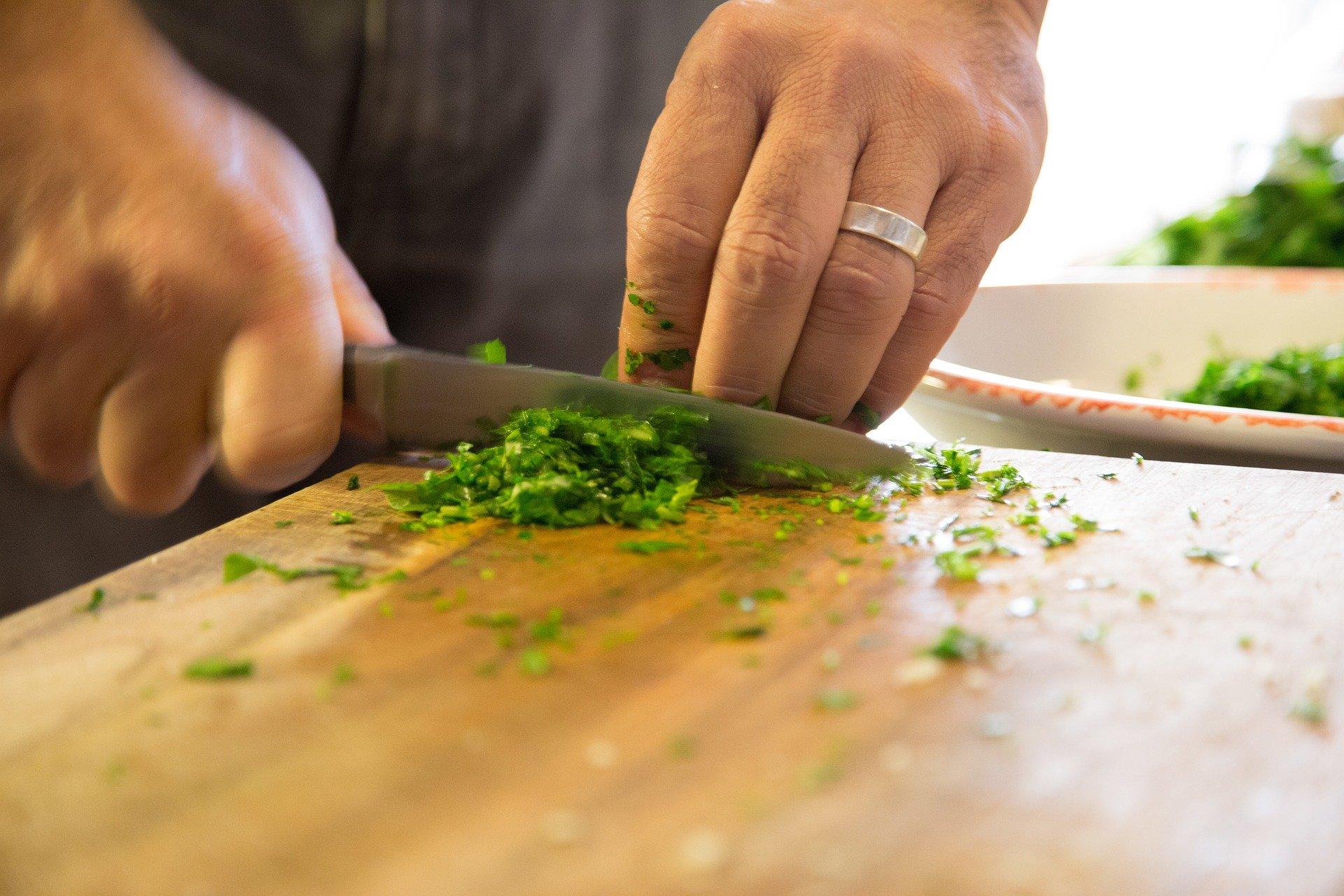 塩とオリーブオイルを2種類使って究極のペペロンチーノを作る
