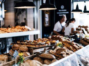 それでもパン屋さんには美味しそうなパンが並んでいる